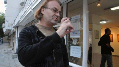 Проф. Иванов е почитател на изкуството и самият той рисува. Снимка Архив Черноморие-бг