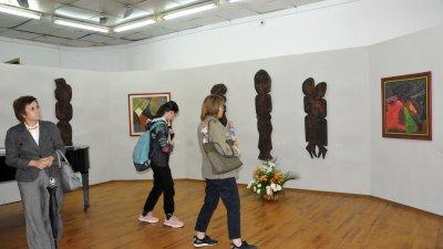 Изложбата ще гостува в Бургас до края на ноември. Снимки Лина Главинова