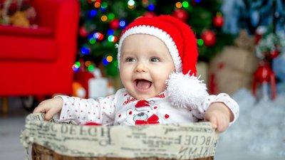 Елеонора е на седем месеца и това е нейната първа Коледа