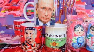Ликът на Путин е брандиран на чаша за чай. Снимки Лина Главинова