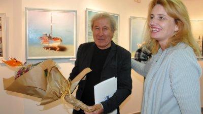 Художникът избра да открие изложбата си на рождения си ден. Снимки Лина Главинова