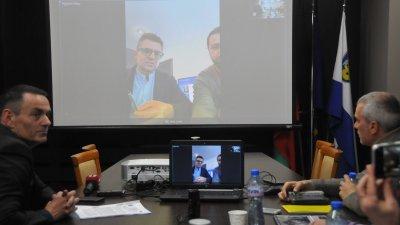 Веселин Пренеров (вляво) предложи сумата за съфинансиране на филми да бъде увеличена с 60 000 лева. Снимка Лина Главинова