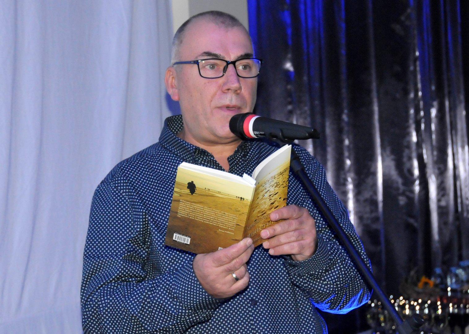 Христо Узунов представи първата си стихосбирка пред бургазлии. Снимки Лина Главинова
