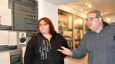 Изложбата бе открита от Милен Николов - директор на РИМ и Данка Георгиева - директор на Държавен архив - Бургас. Снимки Лина Главинова