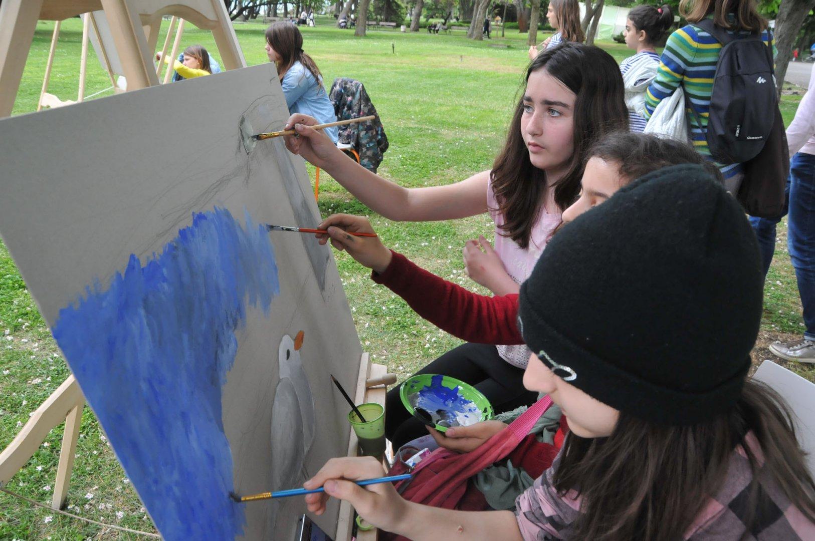 Седмокласници ще полагат изпит по рисуване на 20-и юни. Снимка Лина Главинова