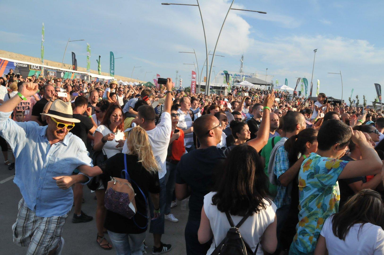 Фестивалът продължава и тази вечер на пристанището. Снимка Лина Главинова
