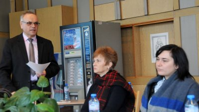Срещата откри директорът на гимназията Коста Папазов. Снимки Лина Главинова