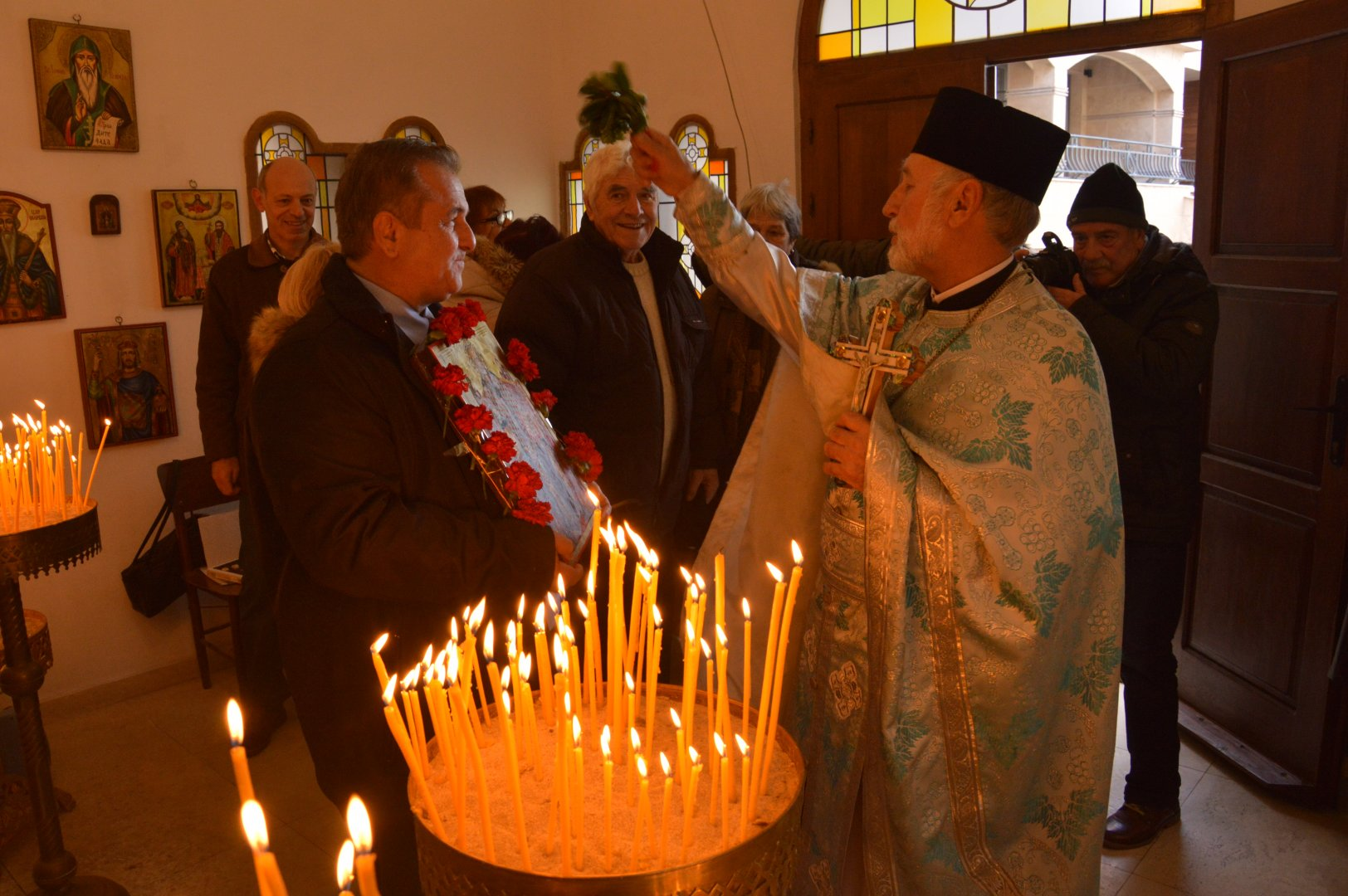 Кметът на Созопол Панайот Рейзи повеше шествието навръх празника. Снимки Община Созопол