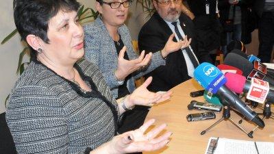 Санкциите, които ще им наложим, могат да бъдат обжалвани, обясни Тонка Атанасова (вляво на снимката). Снимка Лина Главинова