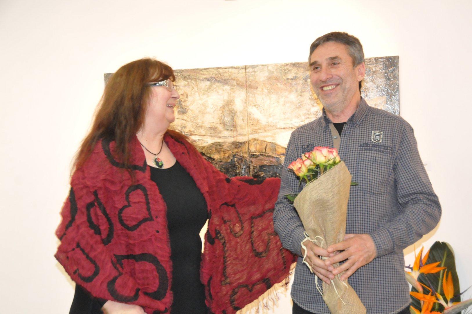 Милчо Талев за първи път откри самостоятелна изложба в галерия Бургас. Снимки Лина Главинова