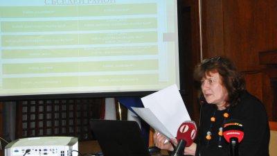 Зам.-кметът по образование в Община Бургас Йорданка Ананиева разясни проекта за новата система за прием в първи клас. Снимка Лина Главинова