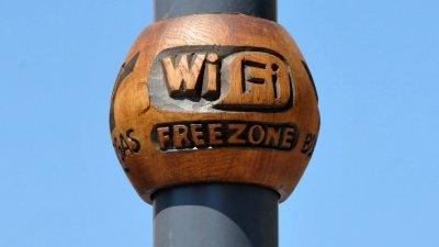 Зоната за безплатен wi fi се намира до библиотеката. Снимка Лина Главинова