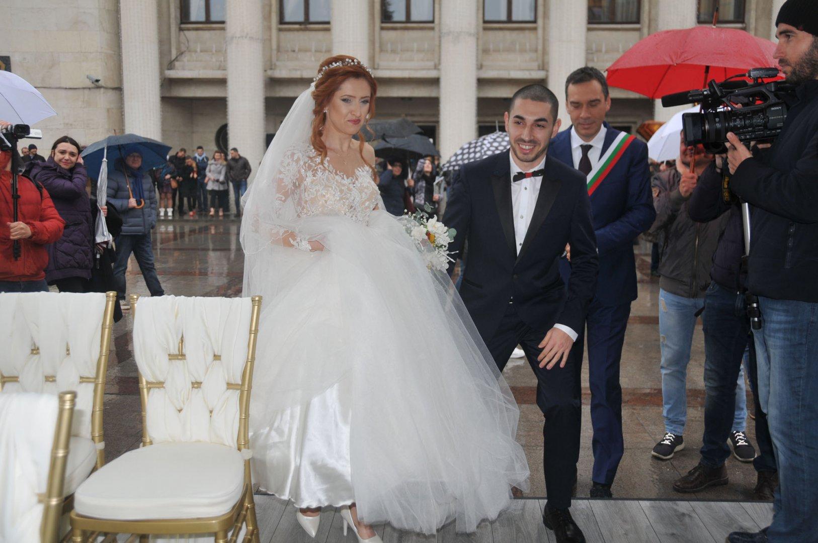 На 14 февруали няколко двойки в Бургас сключиха граждански брак. Снимка Архив Черноморие-БГ