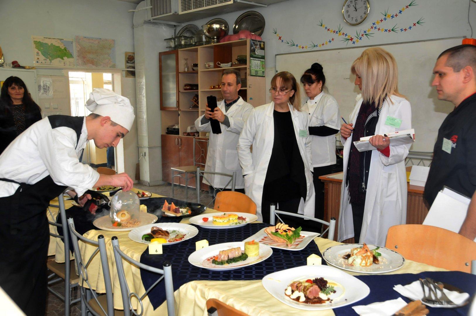 За практическите изпити учениците ще бъдат разделени на групи. Снимка Архив Черноморие-бг