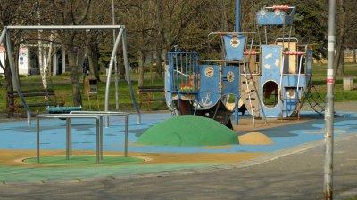 Продължава да бъде забранено ползването на детски кътове и съоръжения. Снимки Архив Черноморие-бг и Община Бургас
