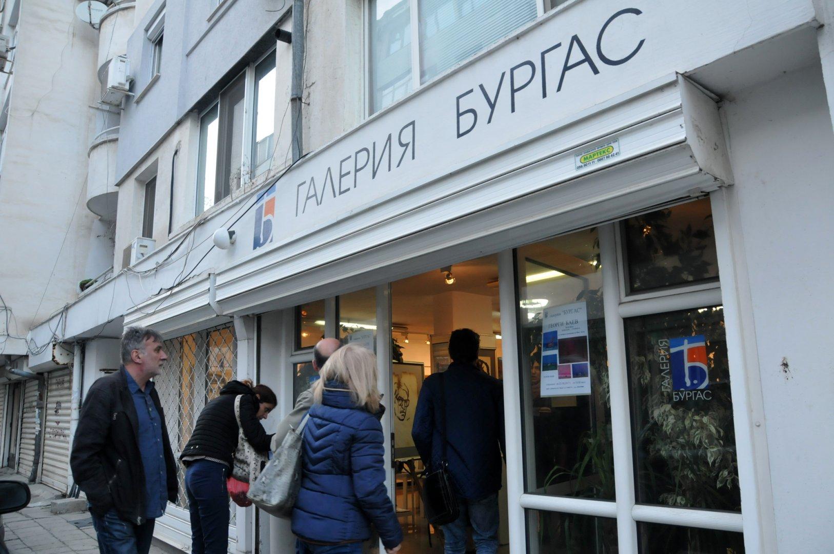 22 художнички представят свои творби в галерия Бургас на 8-и март. Снимка Лина Главинова