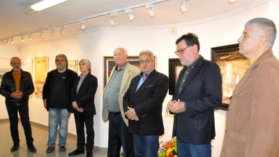 Писателят Иван Гранитски откри изложбата Светлин Русев ученици и приятели в галерия Бургас. Снимки и репродукции Лина Главинова