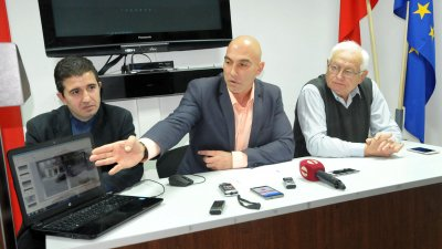 Според Николай Тишев (в средата на снимката), така ще се реши проблемът с престъпността. Снимка Лина Главинова