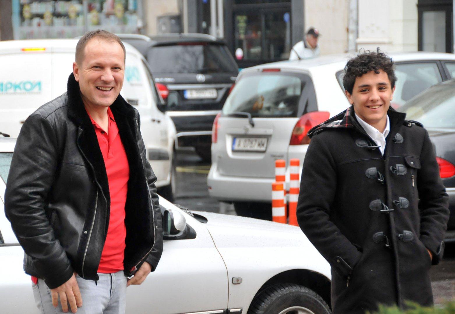 Едмонд Назарян (вдясно) дойде за среща с кмета на Бургас Димитър Николов. Снимки Лина Главинова