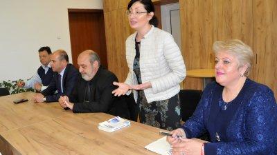 Лекцията предизвика интереса на учениците, които зададоха много въпроси. Снимки Лина Главинова