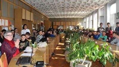 За втора поредна година учениците от ПГЕЕ Константин Фотинов се включиха в Националната седмица на четенето. Снимки Лина Главинова