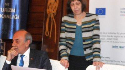 Доц. Асенова обобщи резултатите от анкетата с участието на български организации. Снимка Лина Главинова