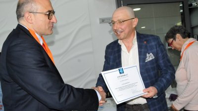 Златко Димитров (вдясно) участва в конференцията в Бургас. Снимки Лина Главинова