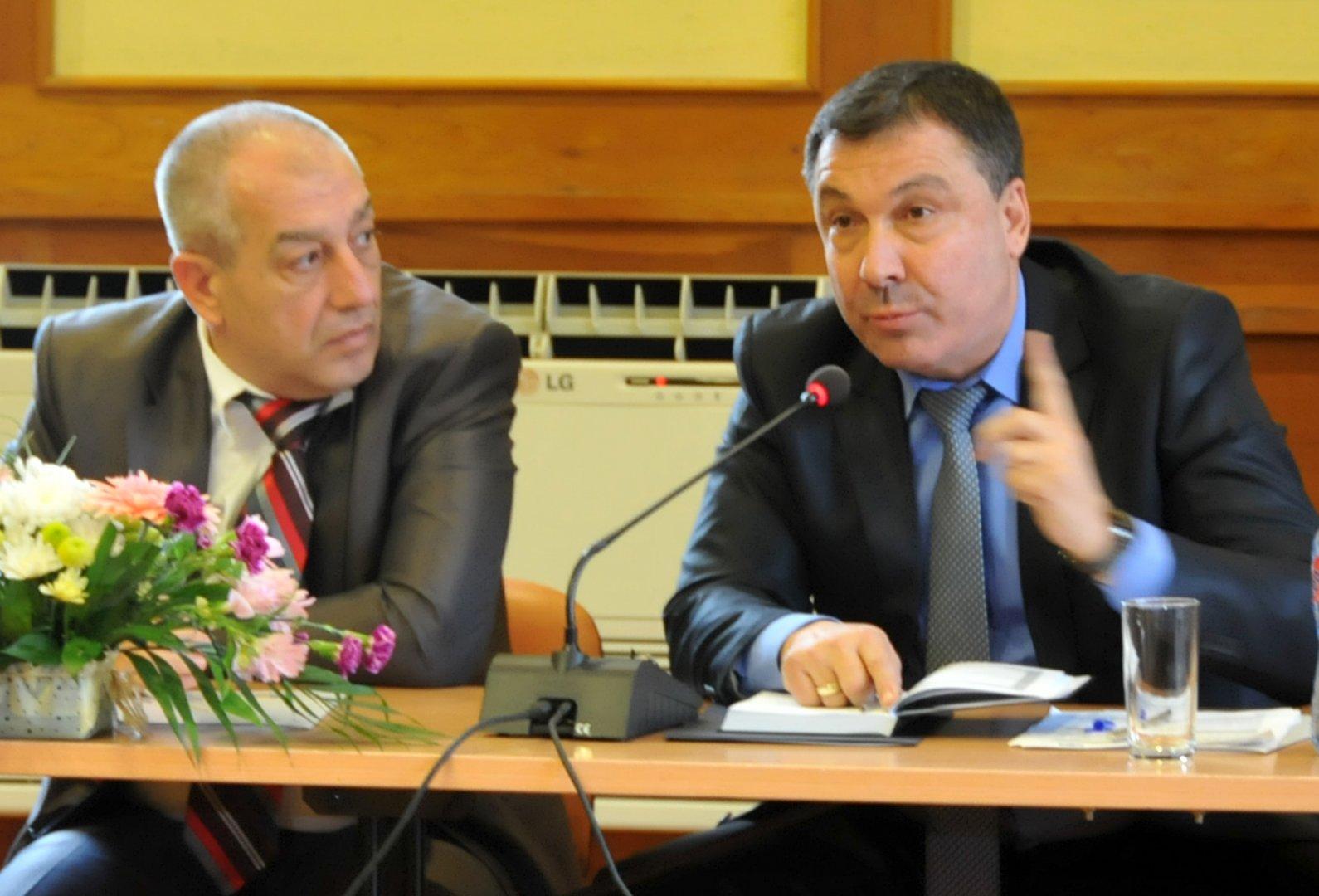 Николай Димитров (вдясно) остава кандидат за нов кметски мандат. Снимка Архив Черноморие-бг