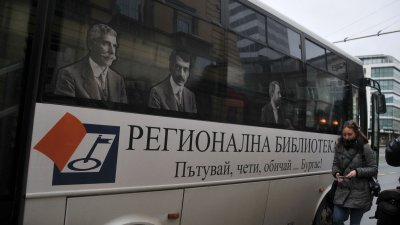 Брандираният автобус се движи по линия номер 9 на градския транспорт на Бургас. Снимки Лина Главинова