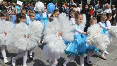 Децата няма да участват в шествието за 24 май, заради дъжда. Снимка Архив Черноморие-бг