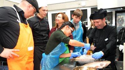 Шеф Манчев следеше процесът изкъсо в кухнята на ресторант Младост. Снимки Лина Главинова