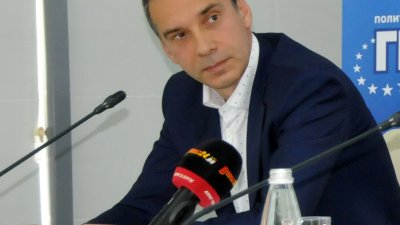 Кметът на Бургас направи признанието на форум във Флората. Снимка Лина Главинова