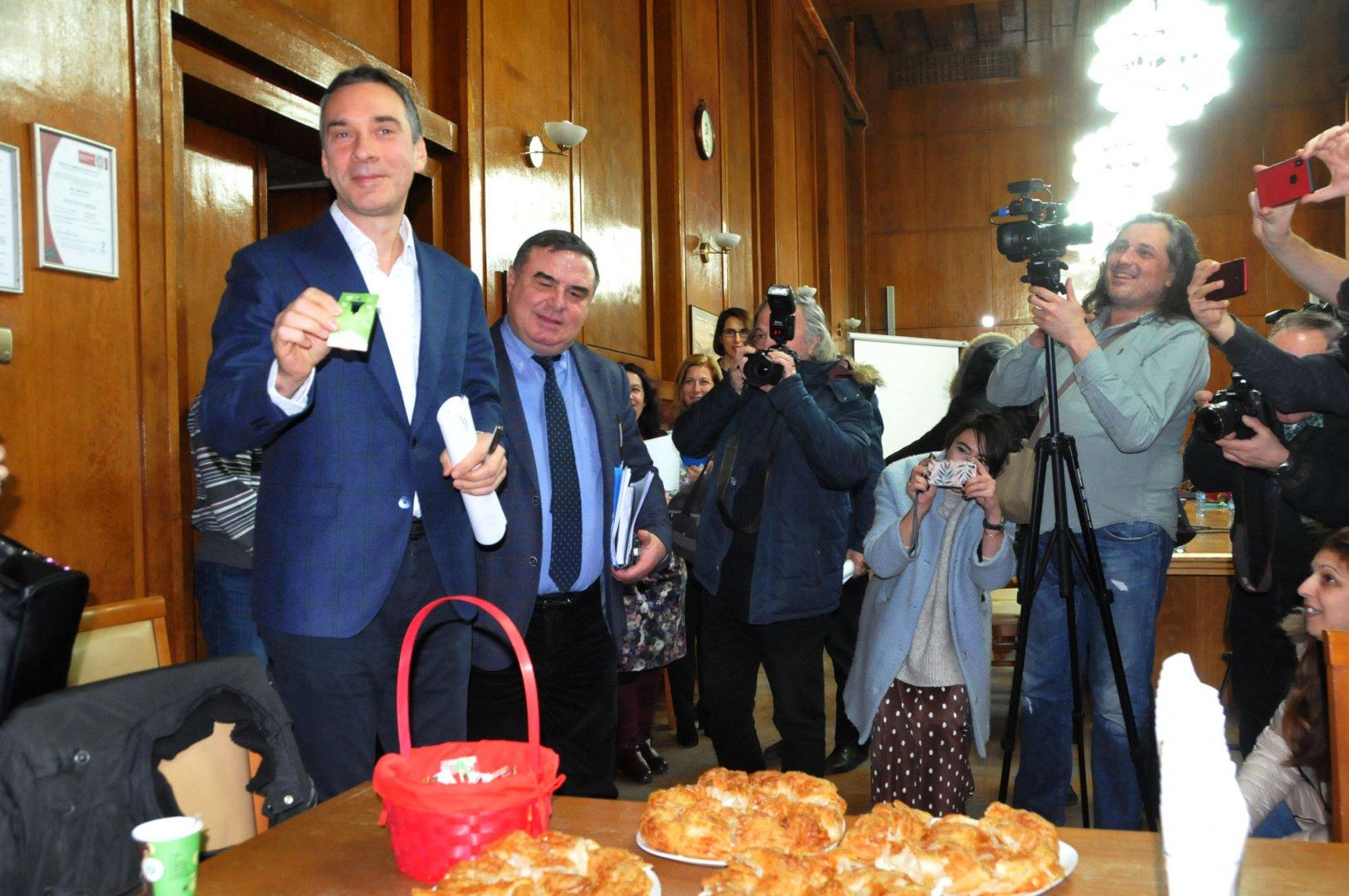 Любов се падна на кмета Димитър Николов и на част от екипа му. Снимка Лина Главинова