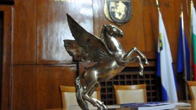 Годишните литературни награди ще бъдат връчени в залата на Община Бургас. Снимка Лина Главинова