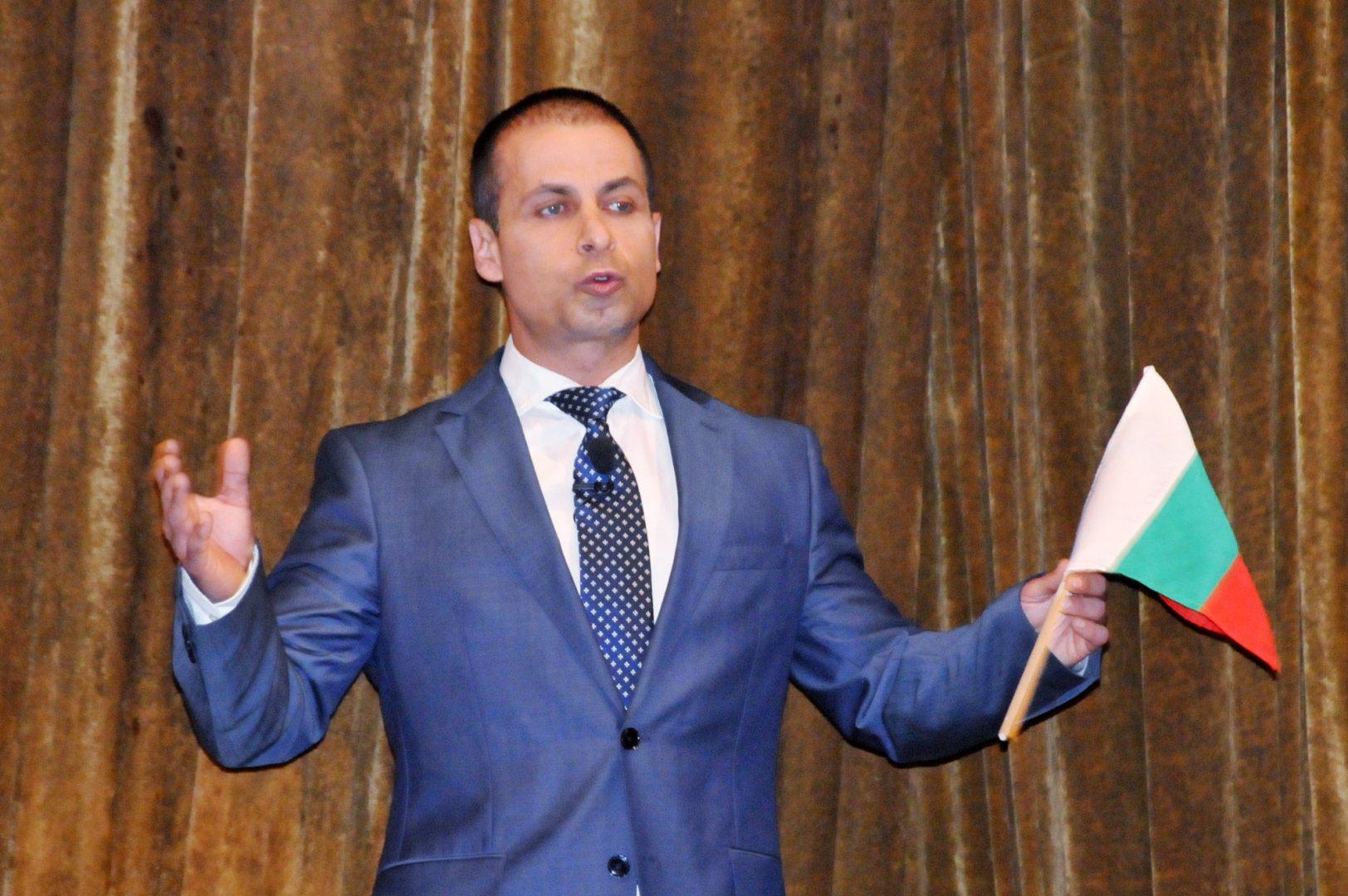 Живко Табаков се обърна към членовете и симпатизантите на партията на закриването на кампанията. Снимки Лина Главинова