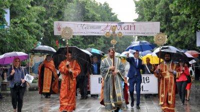 Традиционното шествие на 24-ти май тази година няма да се състои. Снимка Архив Черноморие-бг