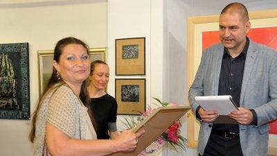 Нели Тодорова е тазгодишният носител на приза Млад художник на името на Руси Стоянов. Снимки Лина Главинова