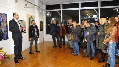 Добрин Вътев откри общата изложба на Дружеството на бургаските художници. Снимки Лина Главинова