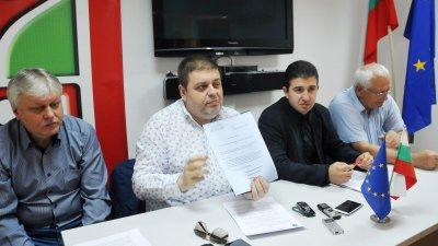 На дружеството му трябва оздравителен план, заяви Евгений Мосинов (вторият отляво надясно). Снимка Лина Главинова