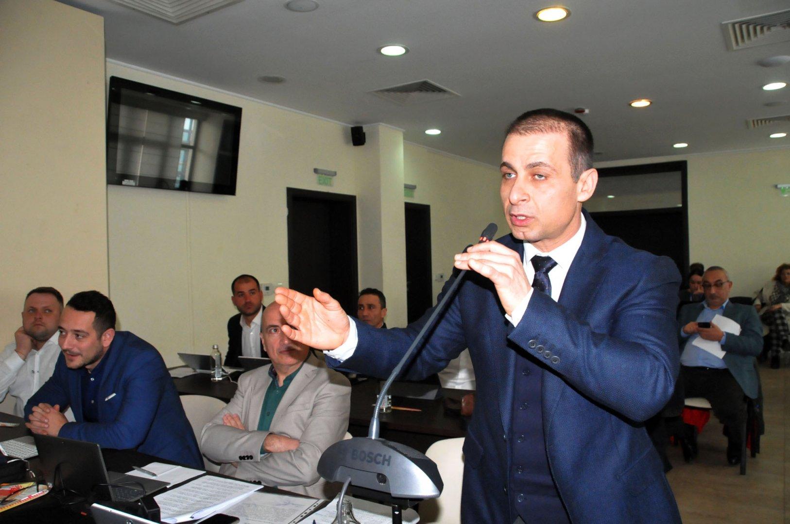 Докладната записка на Живко Табаков (на преден план) ще бъде разгледана на предстоящата сесия на местния парламент в Бургас. Снимка Архив Черноморие-бг