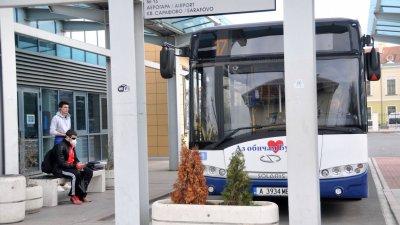 Маските са задължителни в обществения транспорт, но изискването не се спазва. Снимка Архив Черноморие-бг