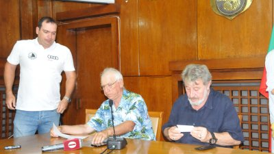 Главният съдия на регатата - Хенрих Кокончев (в средата) очаква 40 яхти да се включат в състезанието тази година. Снимка Лина Главинова