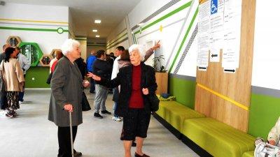 Едва 61 800 жители на община Бургас са пуснали бюлетина до 17.00 часа. Снимка Лина Главинова