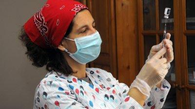 Имунизацията е едно от изискванията за получаване на зелен сертификат. Снимка Черноморие-бг