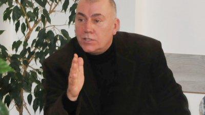 Преди да стане PR на приходната агенция в Бургас, Христо Узунов бе кореспондент на БНР. Снимка Лина Главинова