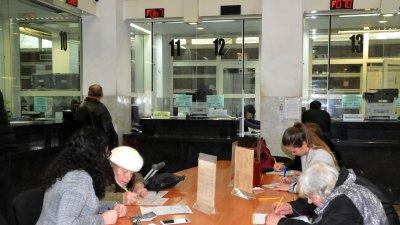 Данъчни декларации могат да бъдат подавани и на хартиен носител в НАП или в Български пощи. Снимка Архив Черноморие-бг