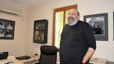 Борислав Чакринов вече с нов кабинет. Снимки Лина Главинова