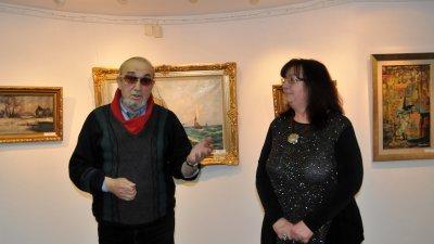 Димитър Мандев представи пред бургаска публика част от колекцията си. Снимки Лина Главинова