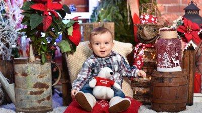 За Арас това е първата Коледа