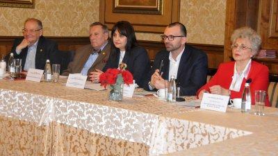 Срещата бе открита от областния управител на Бургас Вълчо Чолаков. Снимки Лина Главинова